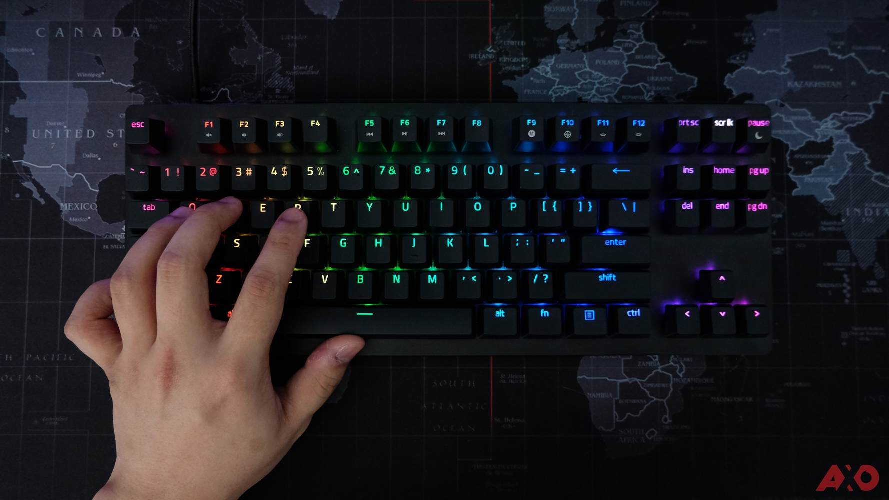 Razer Huntsman TE Review: Of Light and Loudness 11