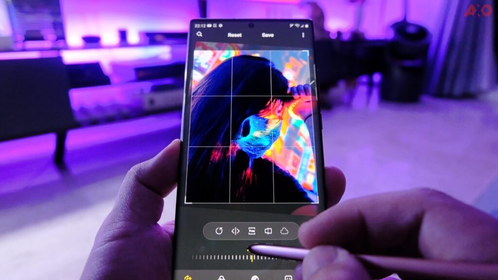 Instagrammable Neon Shots With Galaxy Note20 Ultra 5G