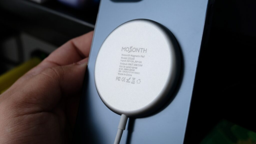 Mosonth Wireless Charger Review: Improving Apple's Magsafe 24