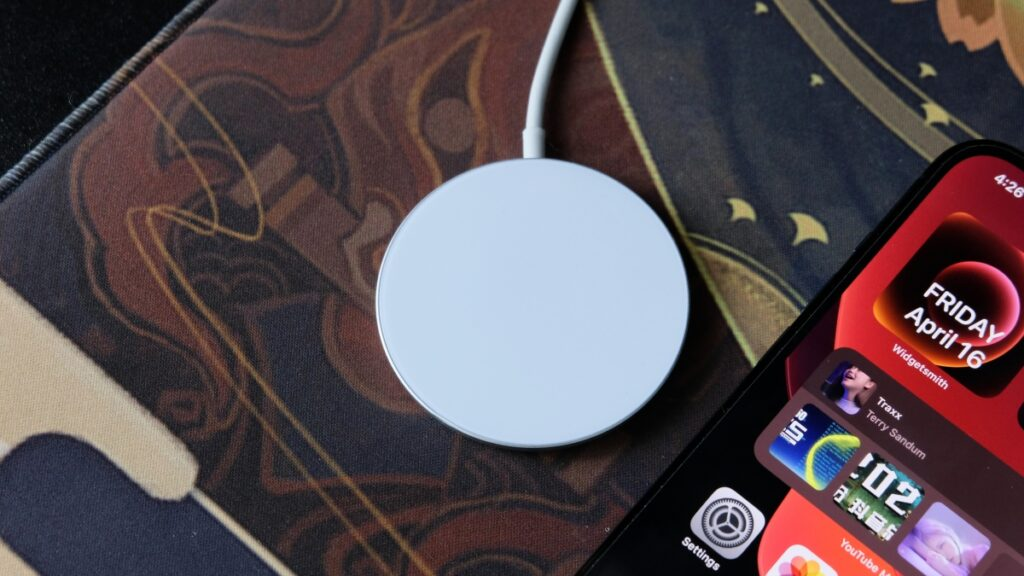 Mosonth Wireless Charger Review: Improving Apple's Magsafe 19