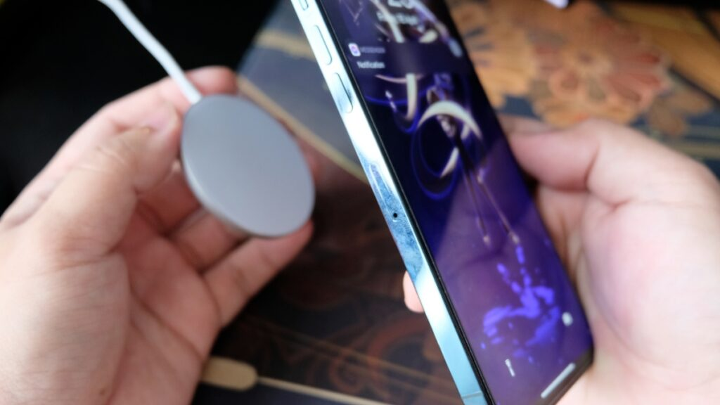 Mosonth Wireless Charger Review: Improving Apple's Magsafe 20